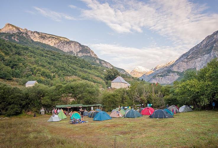 Tábor dobrovoľníkov v Curraj i Epërm (autor foto: Jan Čermák)