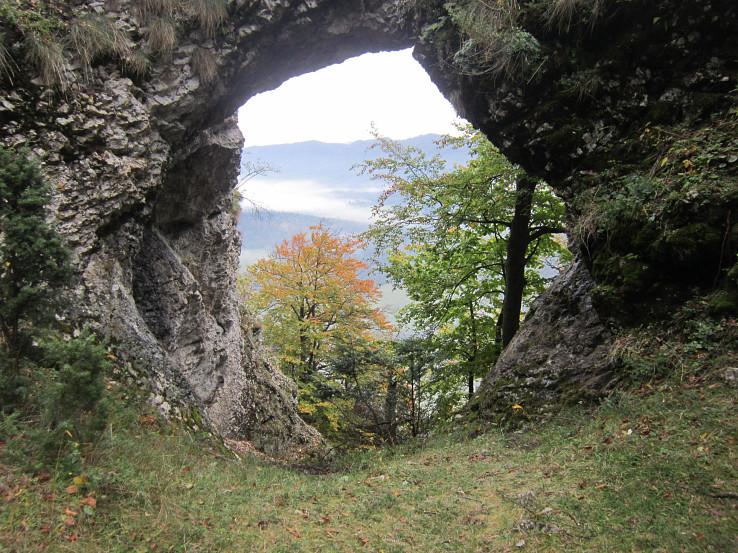 Pohľad cez skalné okno na Veľkom Maníne