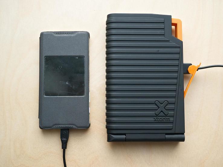 Solárna nabíjačka Xtorm Evoke s 10000 mAh akumulátorom a dvojicou nabíjacích USB portov