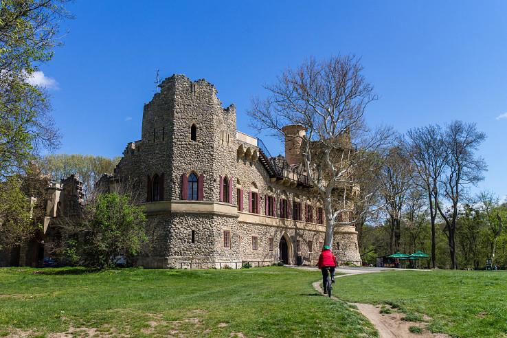 Jedna z mnohých pamiatok na trase – Janův hrad
