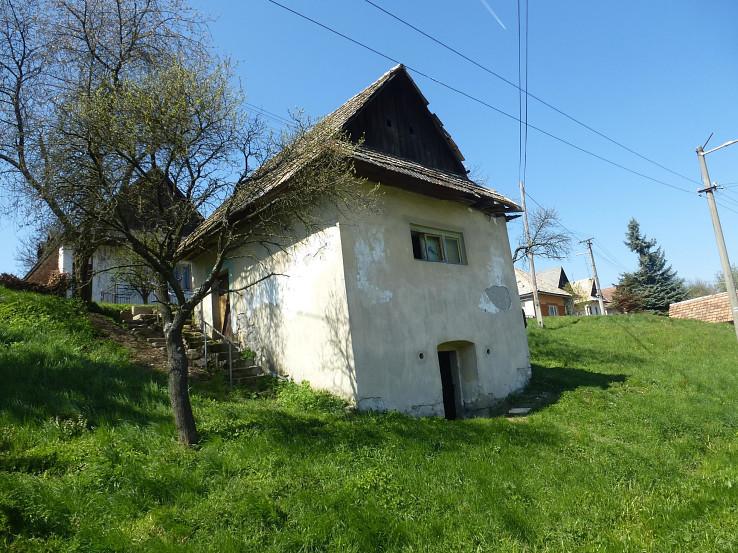 Historické domy v obci Beluj