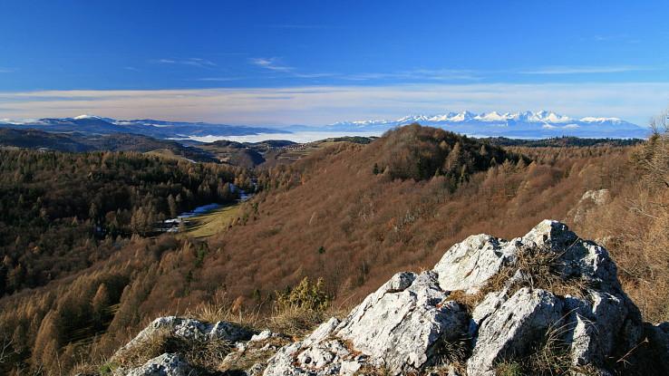 Kráľova hoľa a Tatry zo Slovinskej skaly
