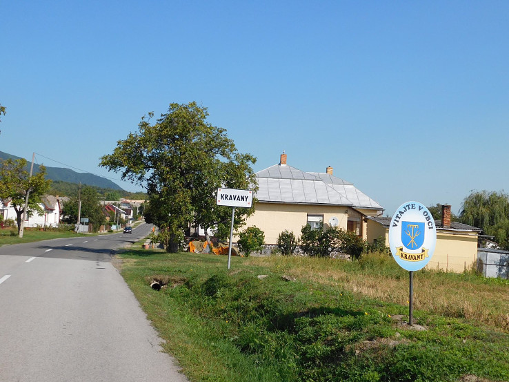 Vstup do obce Kravany