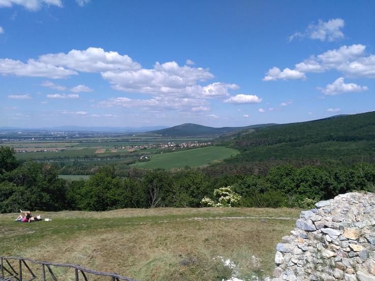 Pohľad z Oponického hradu