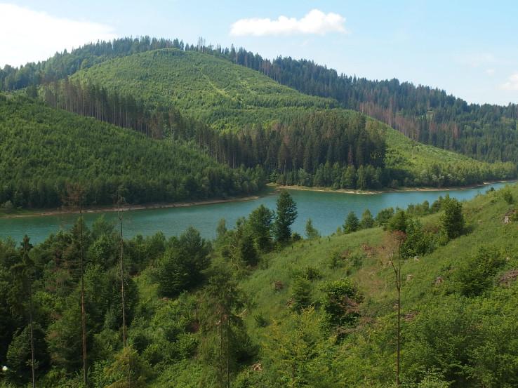 Prvé rameno členitej vodnej nádrže Nová Bystrica
