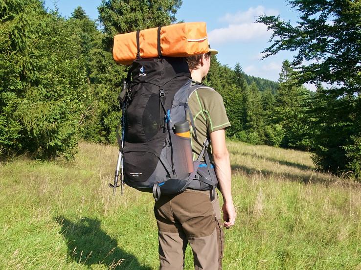 Deuter AirContact Lite je trekkingový batoh klasickej konštrukcie s hmotnosťou hlboko pod 2 kg
