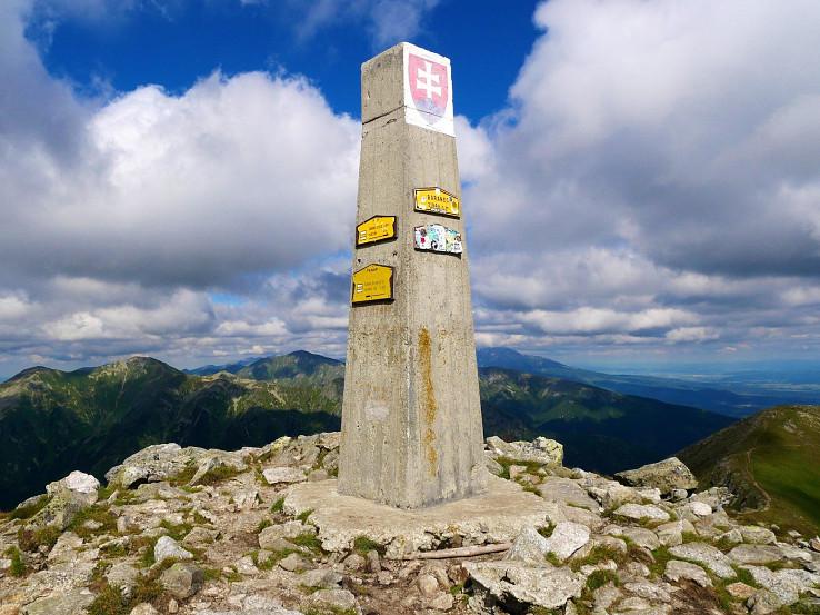 Na vrchole Baranca je betónový pylón
