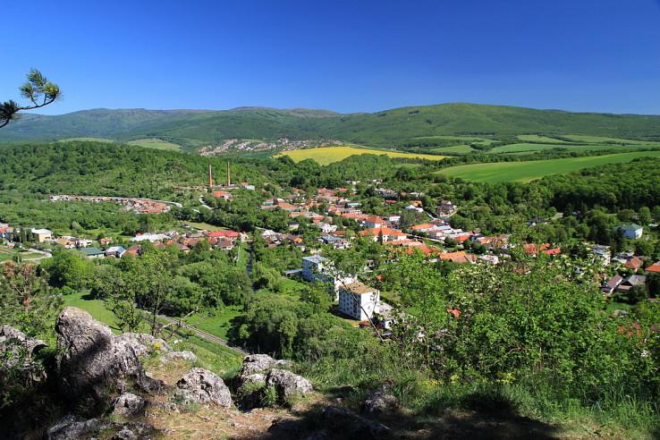 Na Jasovskej skale - v strede na obzore Kojšovská hoľa