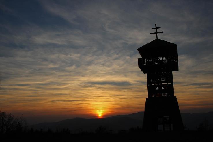 Rozhľadňa Háj pri západe slnka