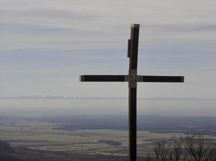Vrchol Vysokej a Schneeberg na horizonte