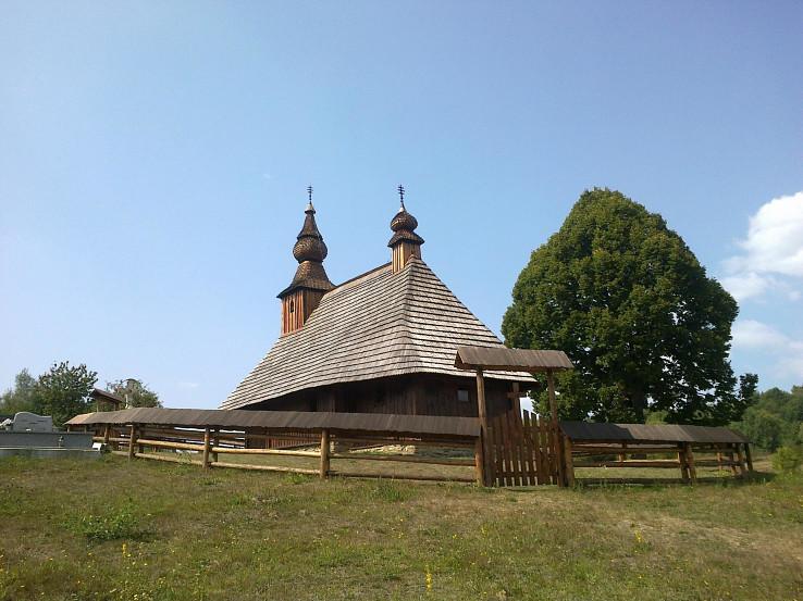 Drevená cerkev sv. Bazila Veľkého z polovice 18. storočia v Hrabovej Roztoke