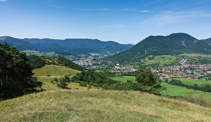 Výhľad z Mnícha na Likavku a Čebrať