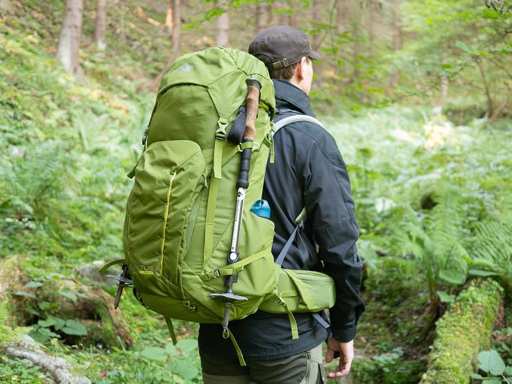 Lowe Alpine Altus je moderný trekingový batoh s menej výstredným dizajnom