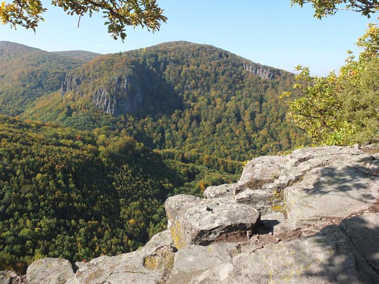 Veľká skala, Dvanásť apoštolov zo skalnej plošiny Hrádku