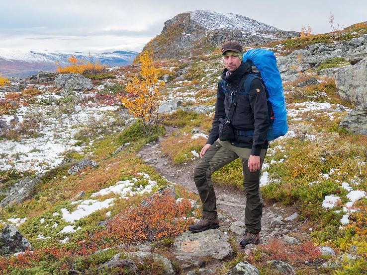 Fjällräven Keb je trekingová bunda do chladnejšieho, no nie zimného počasia