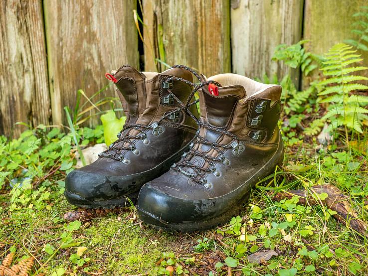 Nórske univerzálne celokožené trekové topánky s tradičným vzhľadom