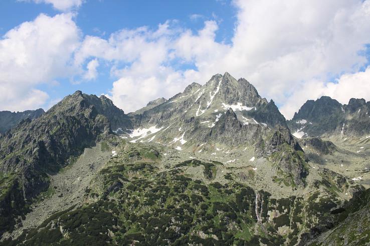 Pohľad na Vysokú (2547 m) zo sedla pod Ostrvou