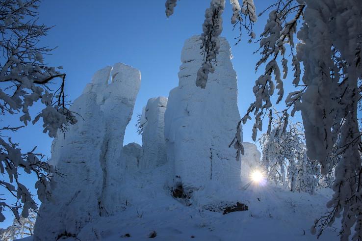 Kláštorská skala v bielom šate