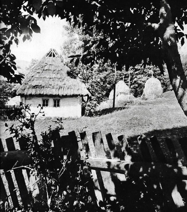 Tradičná ľudová architektúra regiónu severného Zemplína (autor foto: Ladislav Deneš, reprofoto z publikácie Zemplín, 1984)