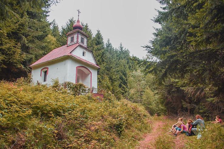 Udržiavaná kaplnka svätej Rodiny v Hornej Javorine (autor foto: Aleš Fáber)