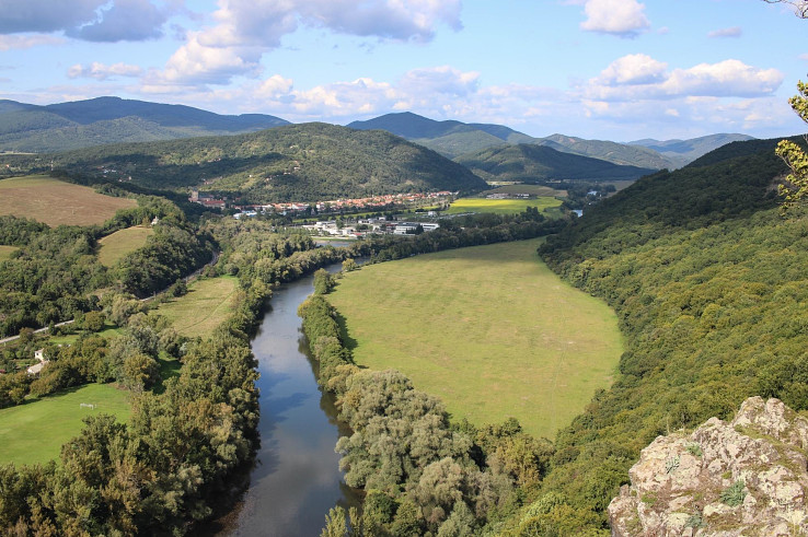 Pohľad zo skaly Krivín na oblasť Slovenskej brány