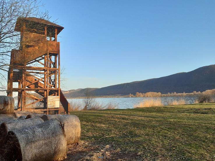 Pozorovateľňa na východnom brehu Hrhovského rybníka