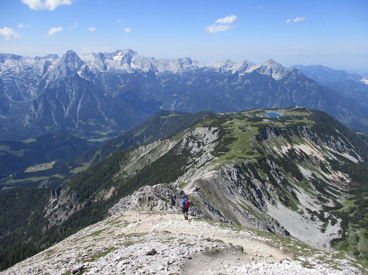 Pohľad zo Schrockenu na vrcholy Totes Gebirge