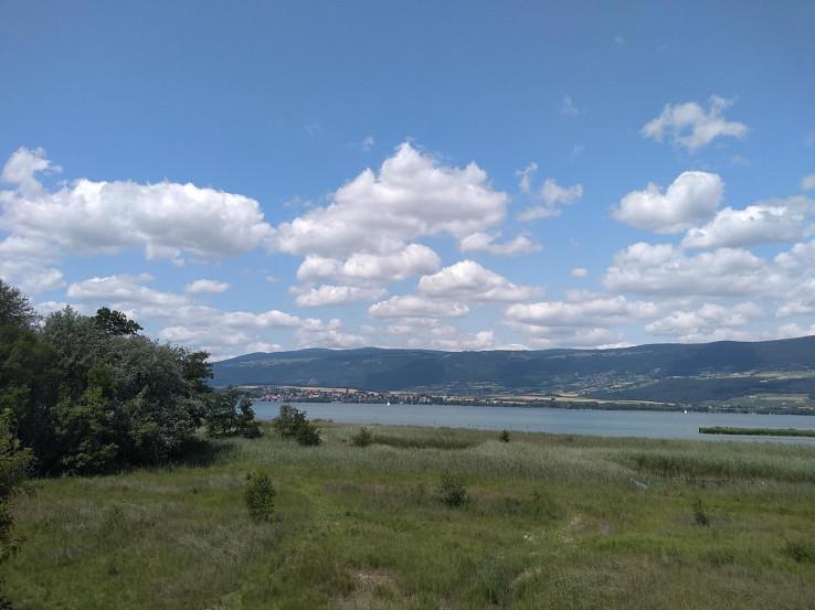 Neuchatelské jazero z mojej vtáčej vyhliadky, pohľad na juh