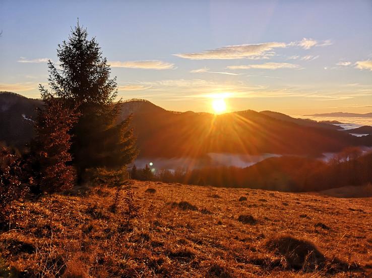 Západ Slnka nad vrcholom Viecha