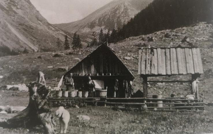 Prostredný (Pribilinský) salaš v Račkovej doline (reprofoto: Ovčiari na Slovensku, 2020)