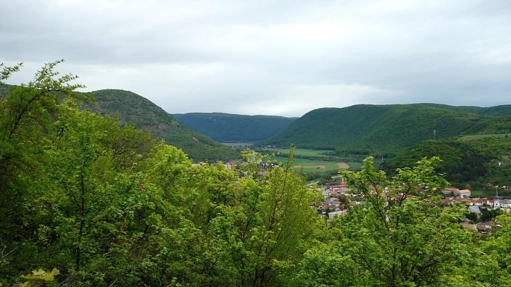 Planina Koniar, pohľad na kaňon rieky Slaná, Plešivec a Silickú planinu