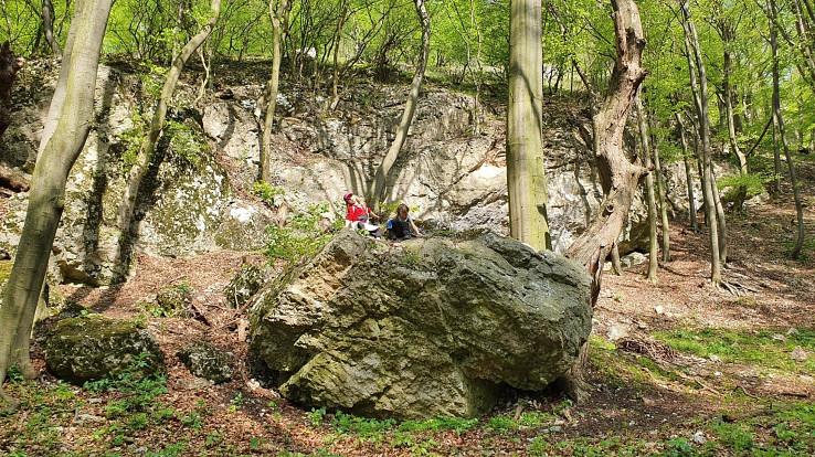 Lozenie na vrchol skaly je najobľúbenejšia detská činnosť