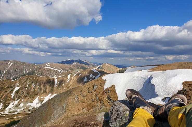 Na hrebeni je ešte veľa snehu, najmä v centrálnej časti Ďumbierskych Nízkych Tatier