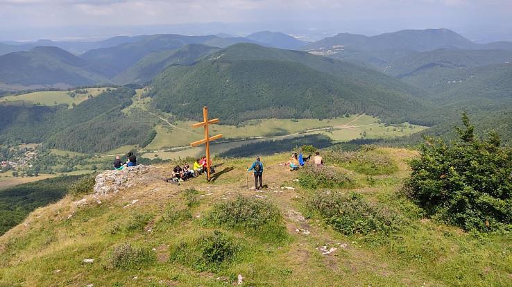 Výhľad zo Strážova ponad kríž