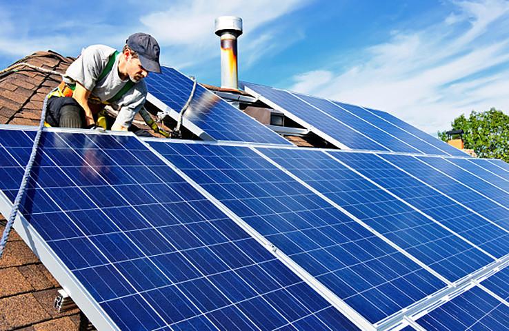 Solárne kolektory. Foto – ZSE