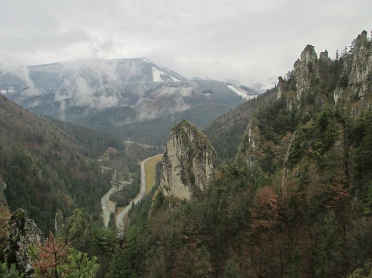 Vrátna dolina a Grúň zo Zbojníckeho chodníka