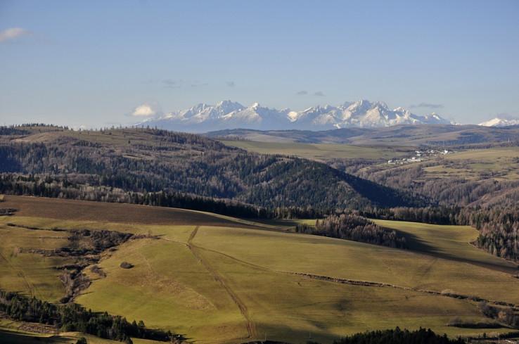 Tatry z vyhliadky na Veľkej skale