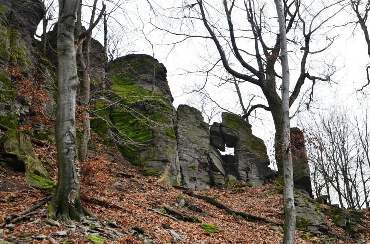 Malé okno v skalách