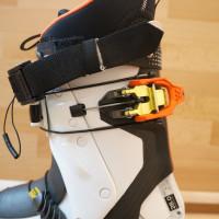 Ultra Lock System 3.0 – zatiahnutím oranžovej klipsne sa stiahne a zamkne komín pre zjazd
