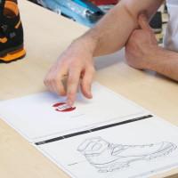 Vývoj novej topánky začína papierovou skicou