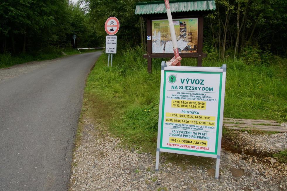 Záchytné parkovisko na začiatku cesty, foto Soňa Mäkká