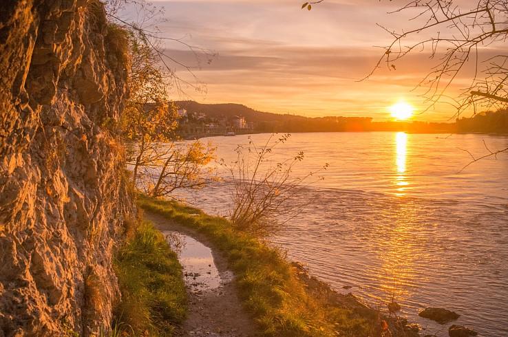 Západ slnka pri Hainburgu