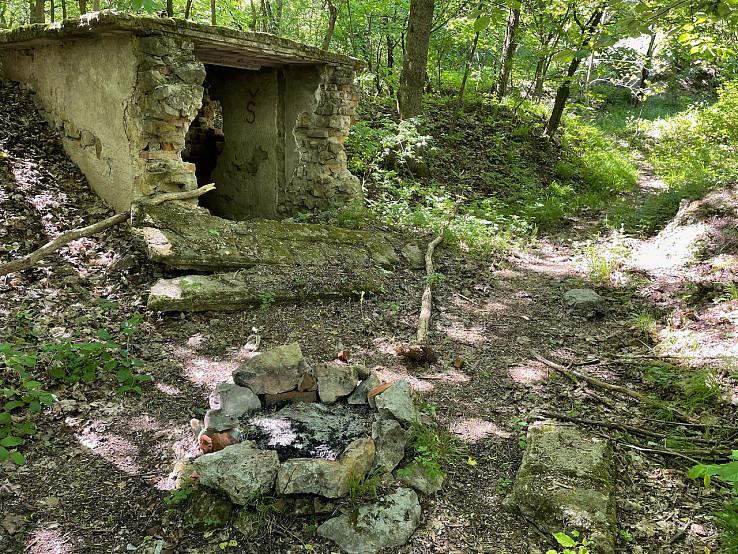 starý murovaný objekt