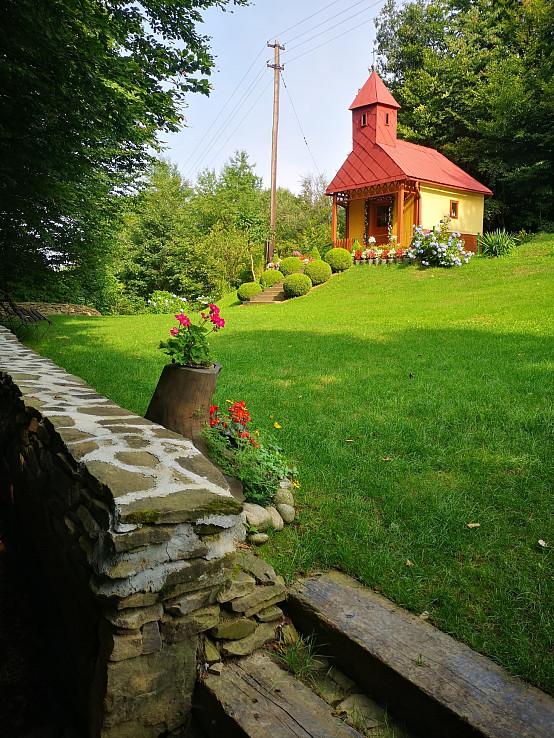 Leto a kaplnka