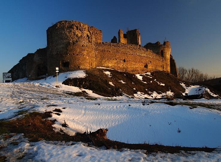 Jasenovský hrad s nádvorím