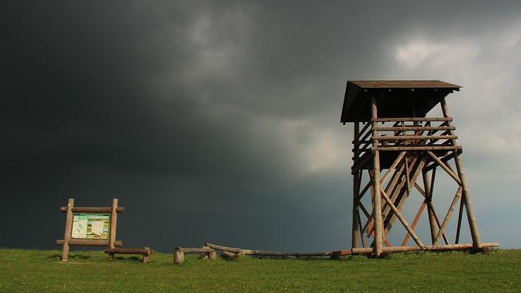 Rozhľadňa Žalostiná pred 2 dnešnou búrkov