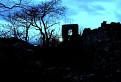 Dobrovodský hrad pri západe slnka