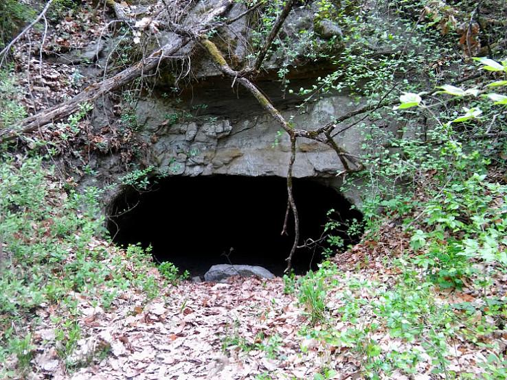 Väčšia jaskyňa
