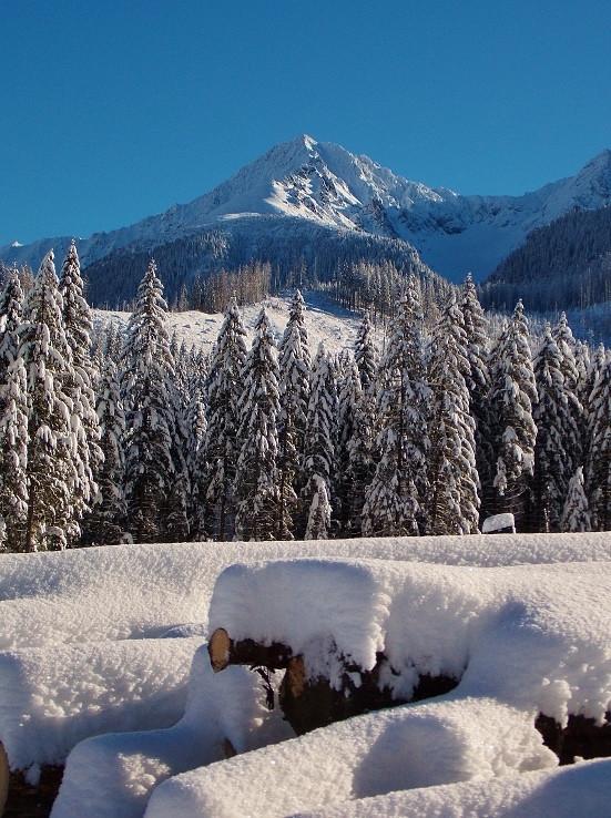 Snehovú pyramídu