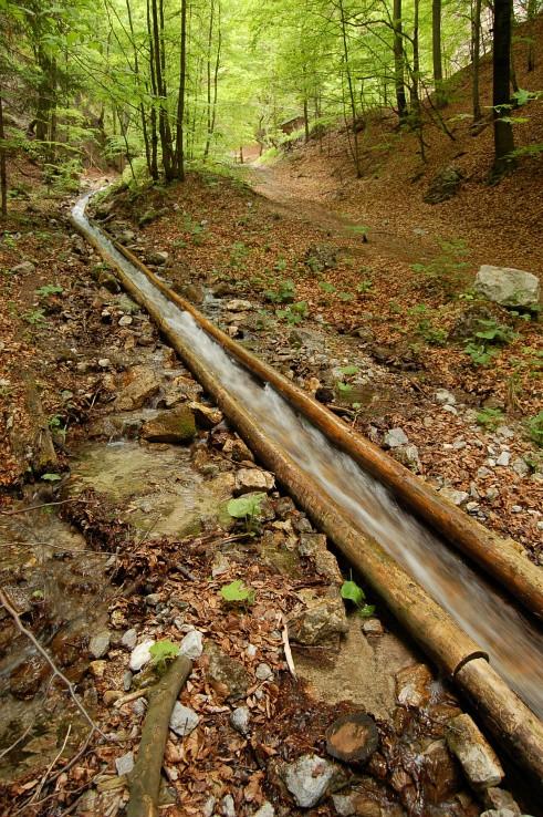 Takmer 2,5km vodny zlab v Doline Rakytovo pri Dolnom Harmanci